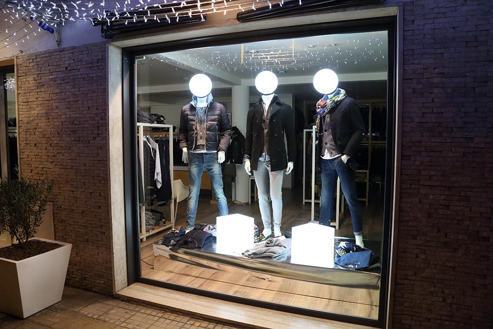 Foto di vetrina di abbigliamento 79